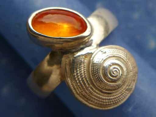 Strohsonnenuhr Schnecke Feueropal Ring