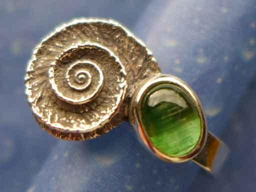 Noble Sonnenuhrschnecke Turmalinkatzenauge grün Ring