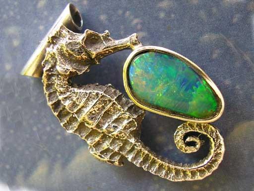 Seepferdchen s mit Opal Anhänger Design