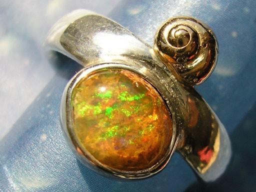 Knopfschnecke in Gold mit Feueropal Ring