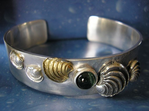 Stufige Venusmuschel in Gold und Silber Armreif