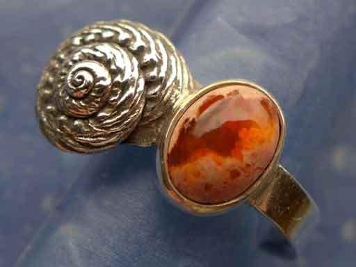 Knotenknopf Schnecke mit Feueropal Ring