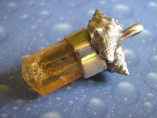 Rotmundleisten Schnecke Edeltopaskristall Anhänger