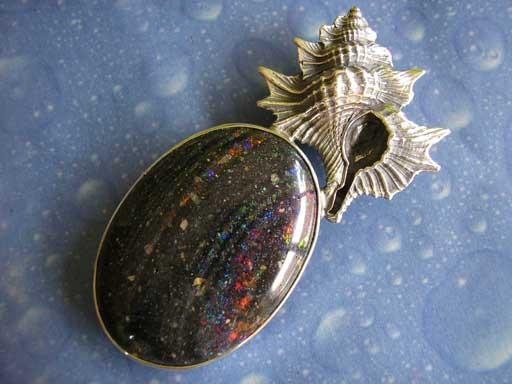 Ahornblatt mit schwarzem Opal Anhänger Design