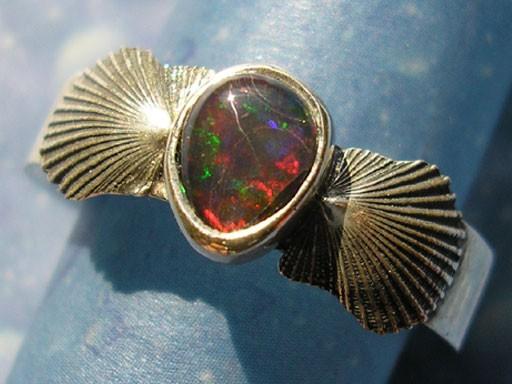 Pilgermuscheln mit Opaltriplette Ring