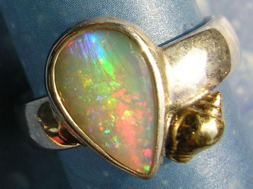Strombustäubchen in Gold mit Opal Ring